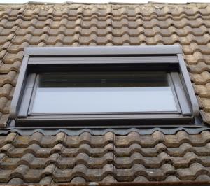 pose de fenêtre de toit par rotation Conseptfen